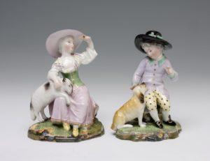 Mann mit Hund und Frau mit Schaf