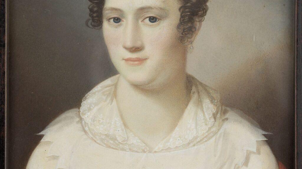 Porträt einer Dame in einer weißen Spitzenbluse und aufgestecktem Haar
