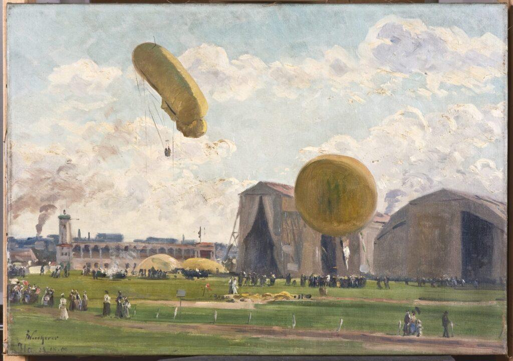 Gemälde, auf dem neben einem riesigen hangar ein Zeppelin und ein Fesselballon schweben. Auf der Rasenfläche stehen viele Menschen